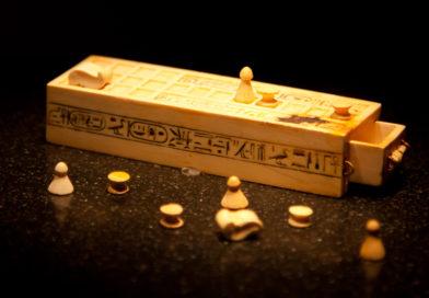 Senet_board_game_(2012)