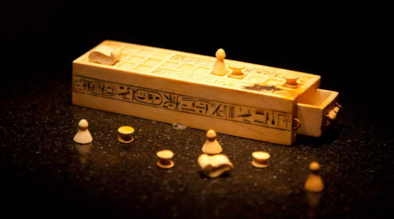 Senet_board_game_(2012)